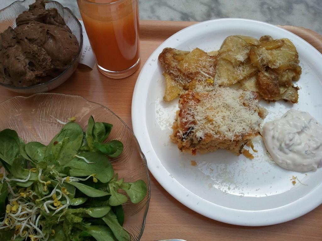 Kartoffelauflauf und Feldsalat