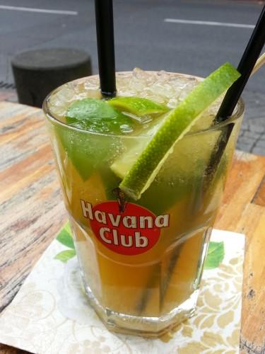Auch alkoholfreie Cocktails gibt es erst abends, wenn der Barmann da ist
