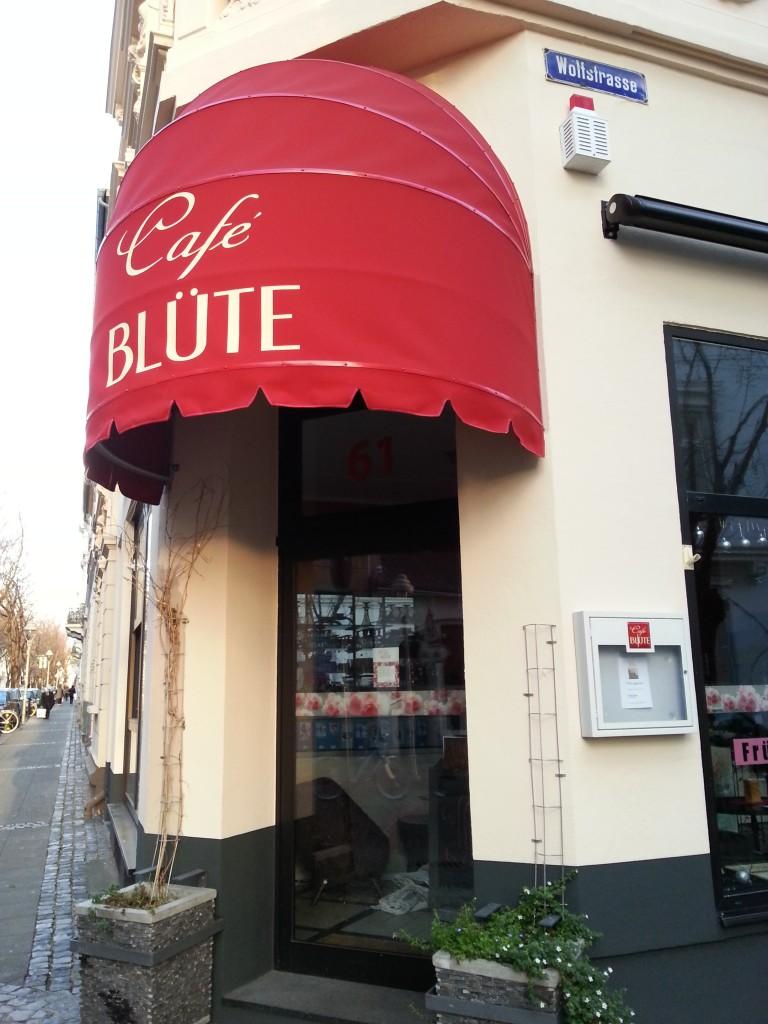 Eingang des Café Blüte