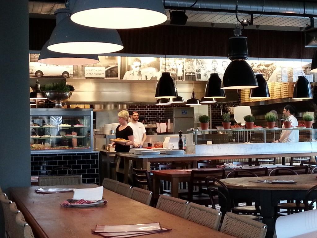 Die offene Küche der L`Osteria