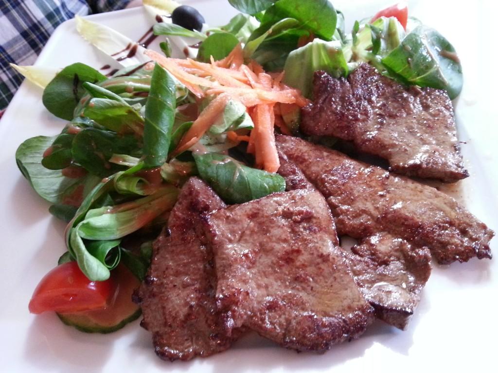 Leber auf Salat
