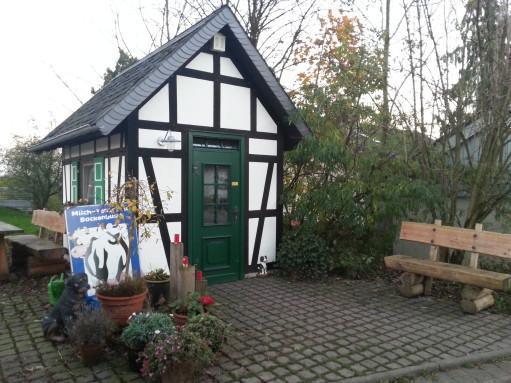 2013-11-15_Bockenbuscher Milchtankstelle_Außen 01