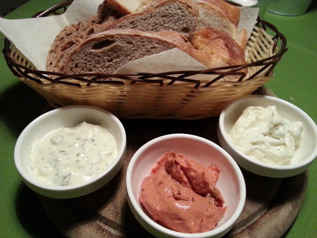 Brot mit 3 Dips