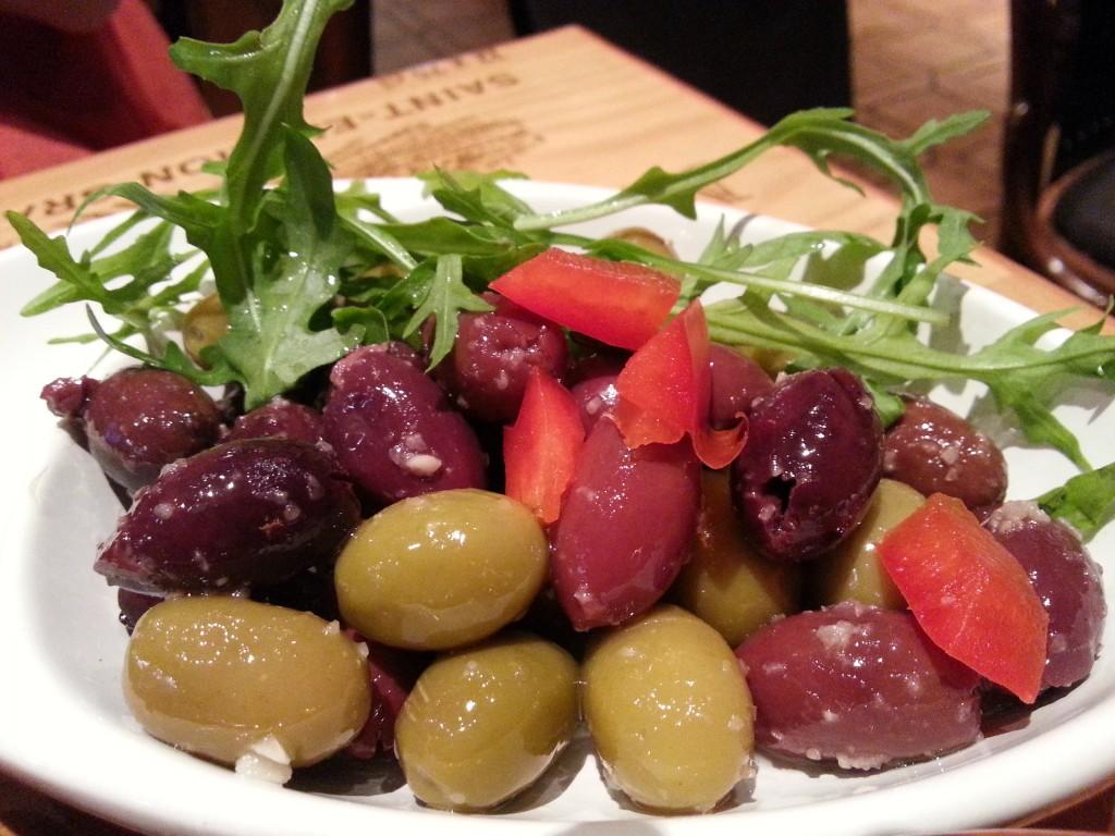 Oliven eingelegt und wunderschön bunt präsentiert