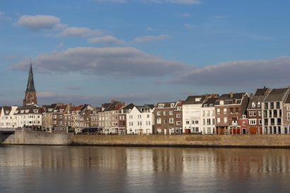 Ich bin verliebt in diese Stadtansicht vom Ufer